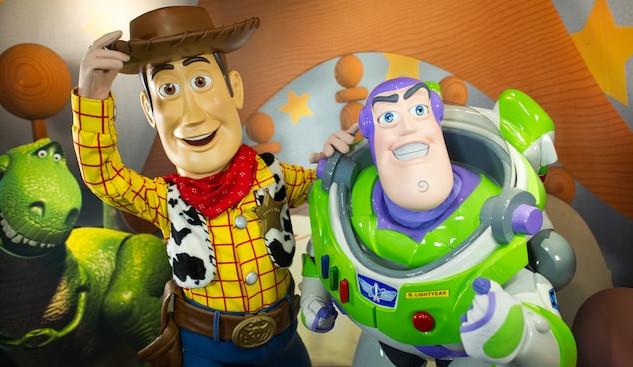 character-meet-buzz-woody-pixar-place-00.jpg