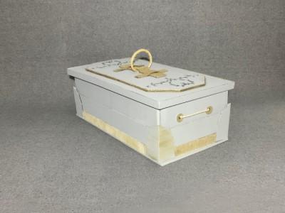 cercueil avec fond blanc et accents dorés