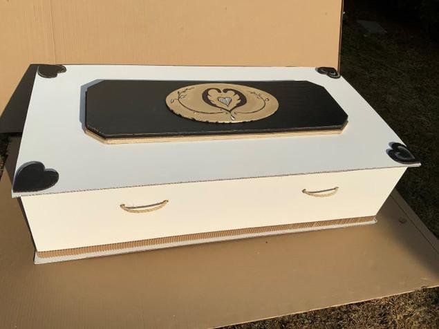 vue latérale du cercueil