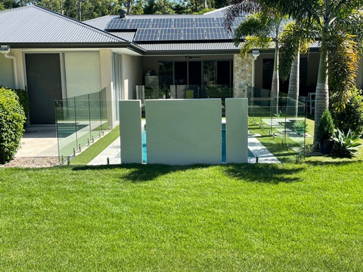 A See Thru Clear Pool Fence