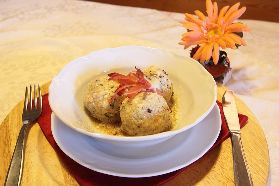 Knoedeln, bread dumplings
