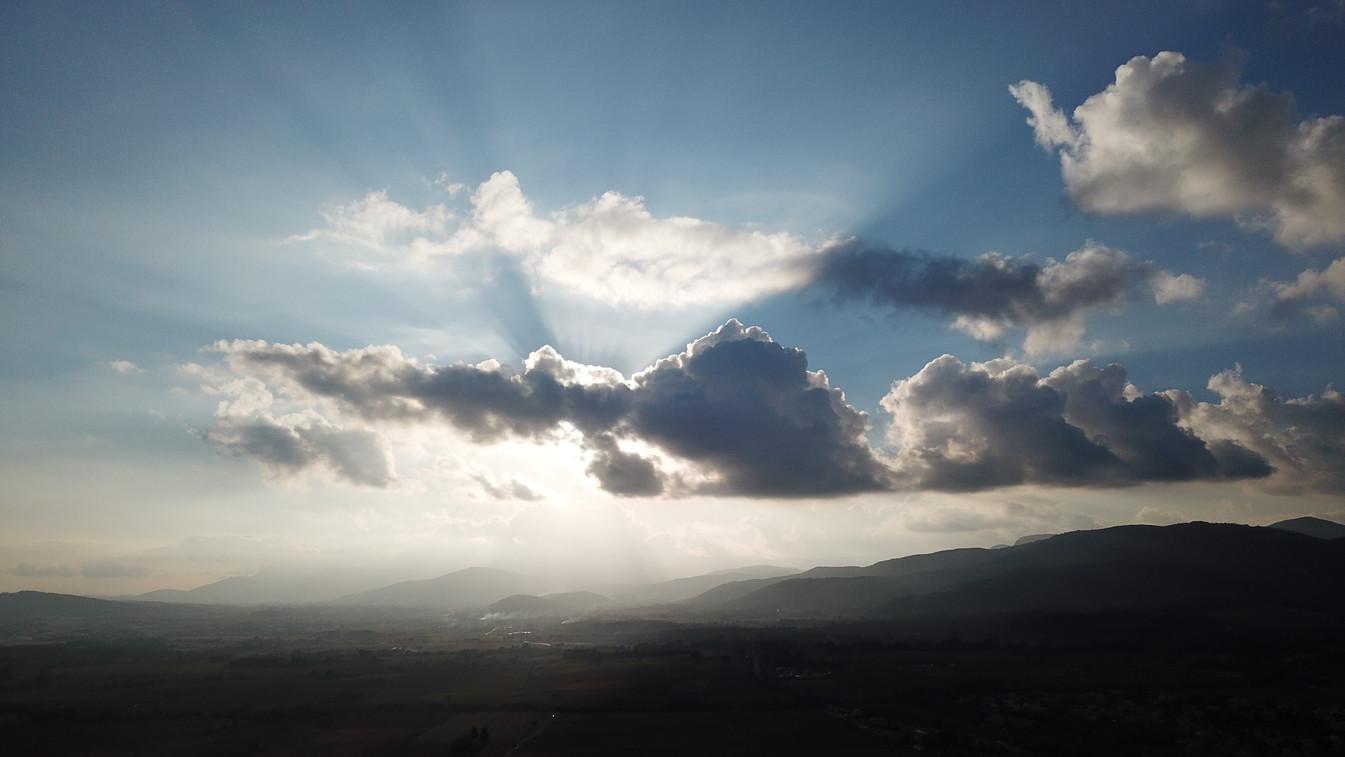 Soleil derrière les nuages - Mavic Pro.j
