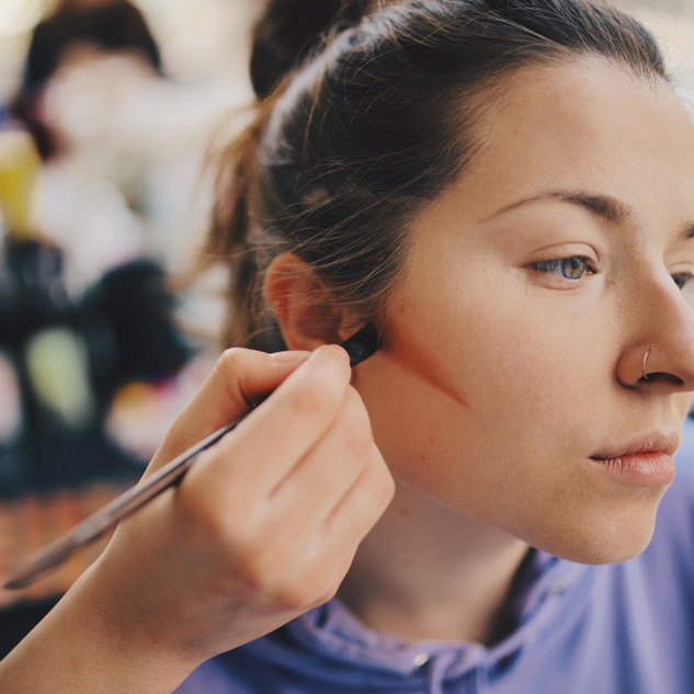 Backstage contouring