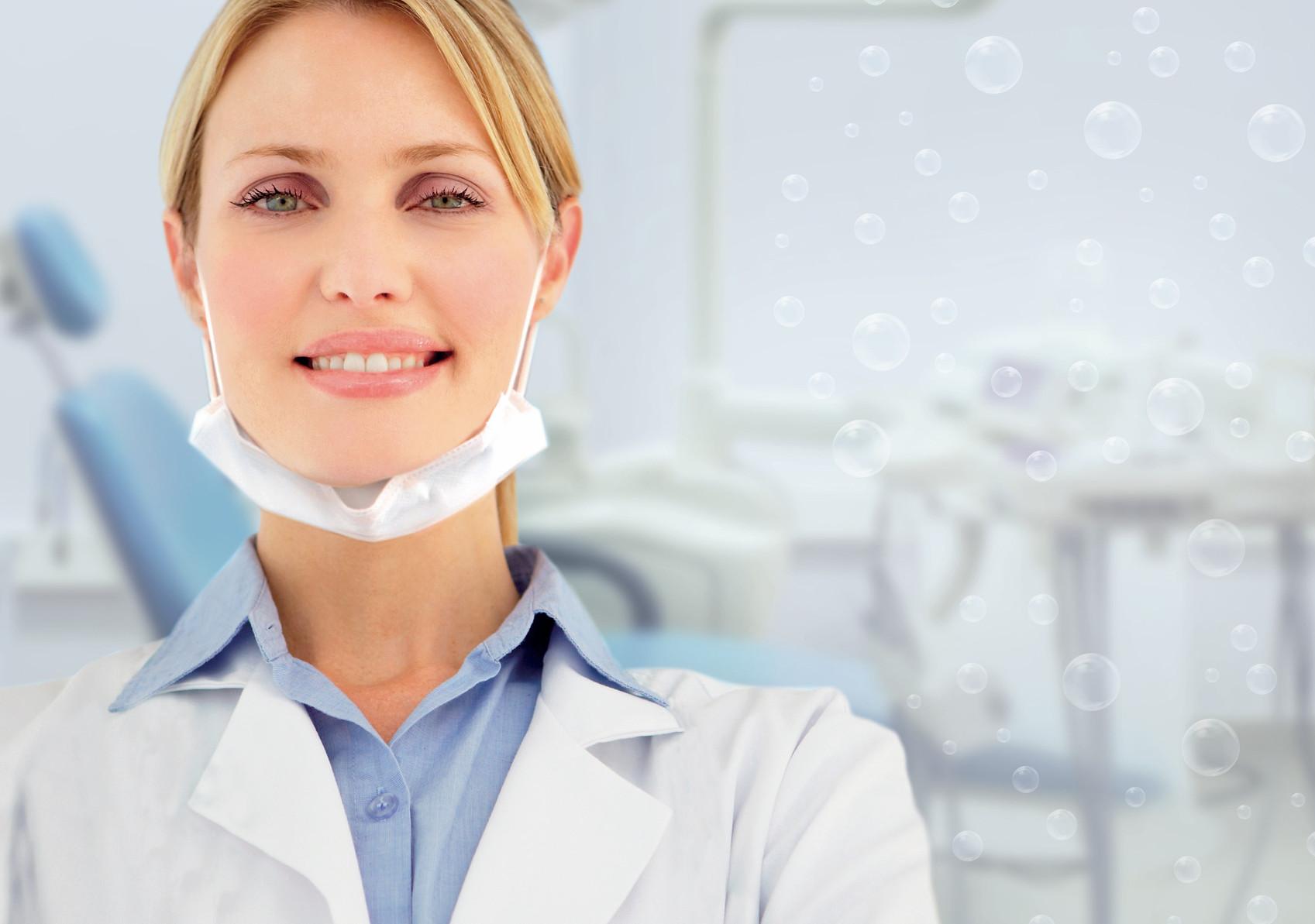 Femme dentiste et ORALSAN.jpg