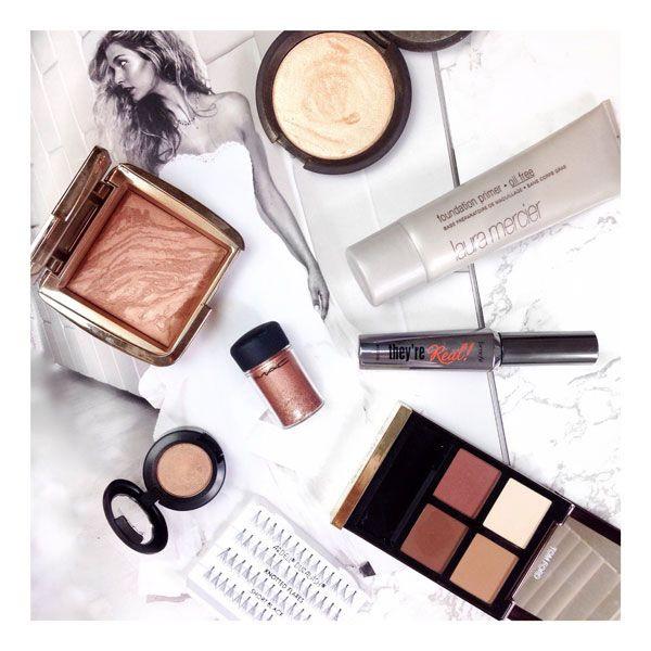 Makeup Artist_Beauty Blogger_Flatlay