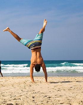 handstand-2224104_1920.jpg