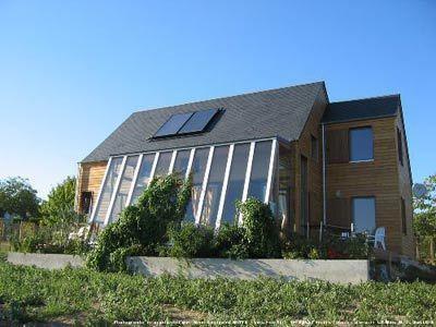 La maison résiliente : Design efficace et bioclimatique! Travailler avec la nature!