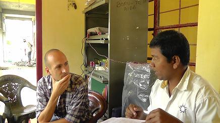 Informatiosgespräch in einer Teefabrik der Salesiane Don Boscos (Assam, 2013)