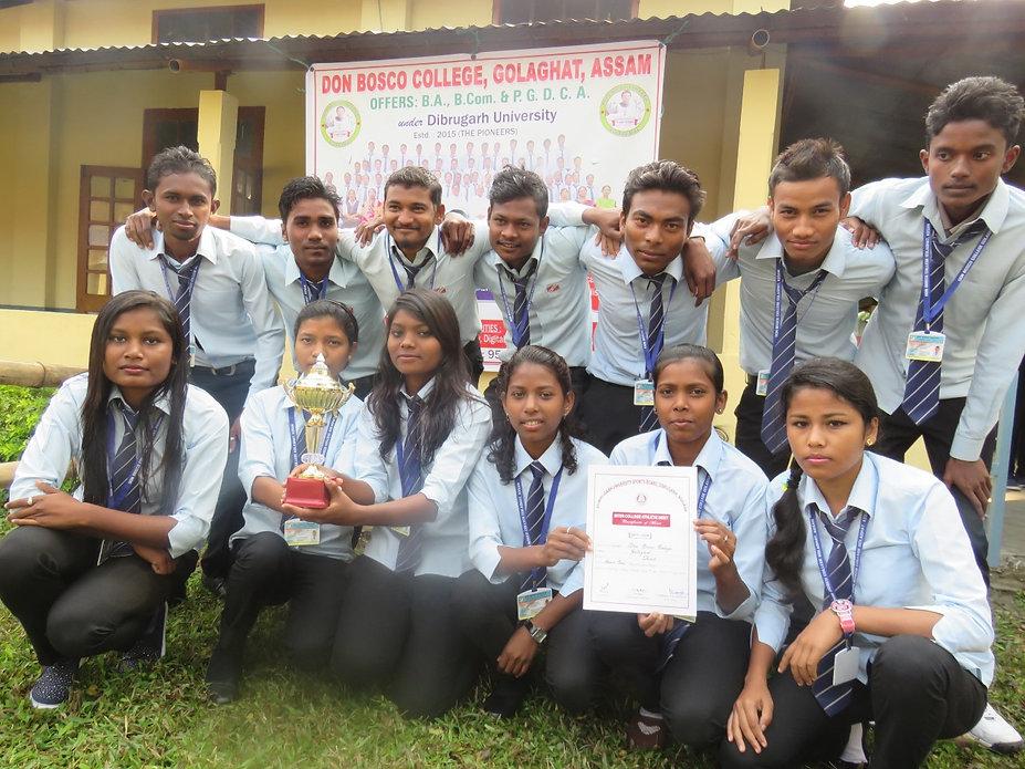Adivasi Studenten im Salesian College Golagath (2013)