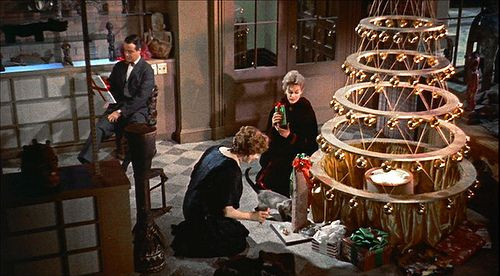 """An avant-garde Christmas tree, 1950s style, in """"Bell, Book and Candle"""""""