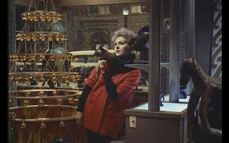 Kim Novak and her familiar with their ultramodern Christmas tree