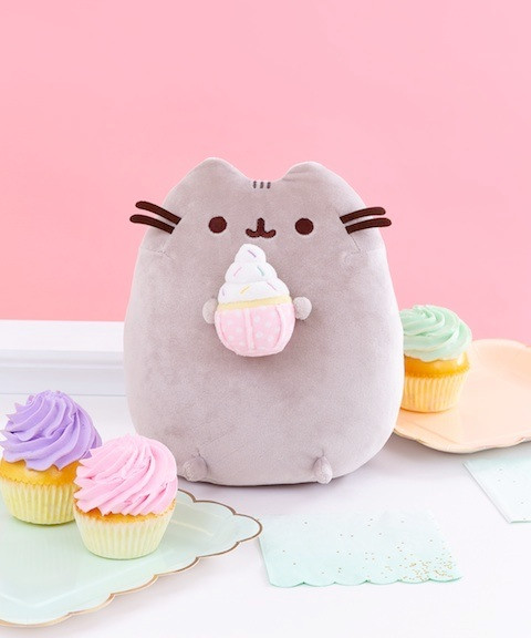 Could anything be sweeter than Pusheen and pastel-colored cupcakes?