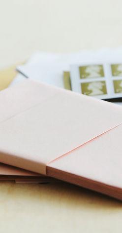 Los sobres de color rosa