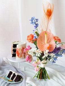 Bigger cake + small bouquet