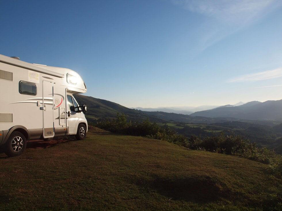 vista de la montaña en autocaravana