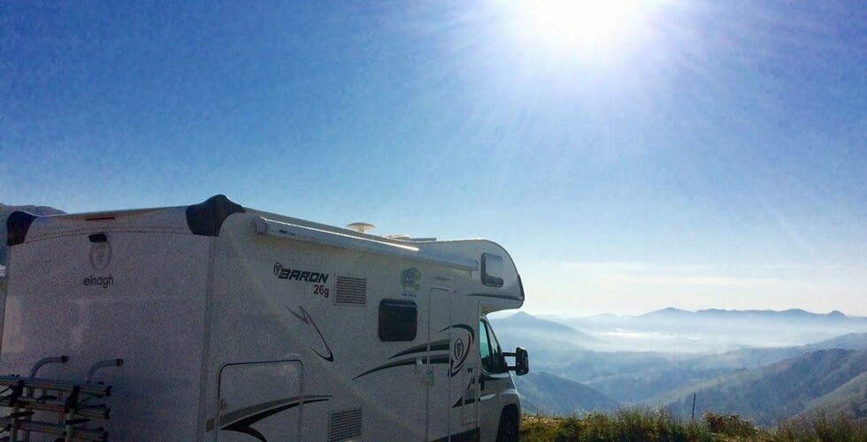 autocaravana en la montaña