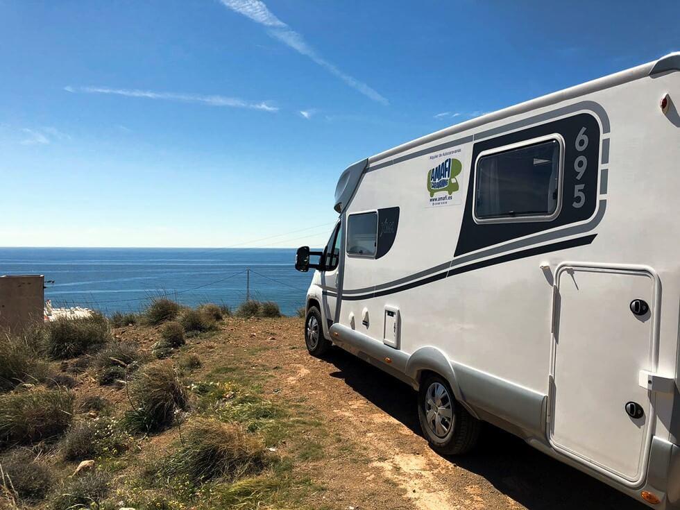 vista del mediterraneo desde la autocaravana
