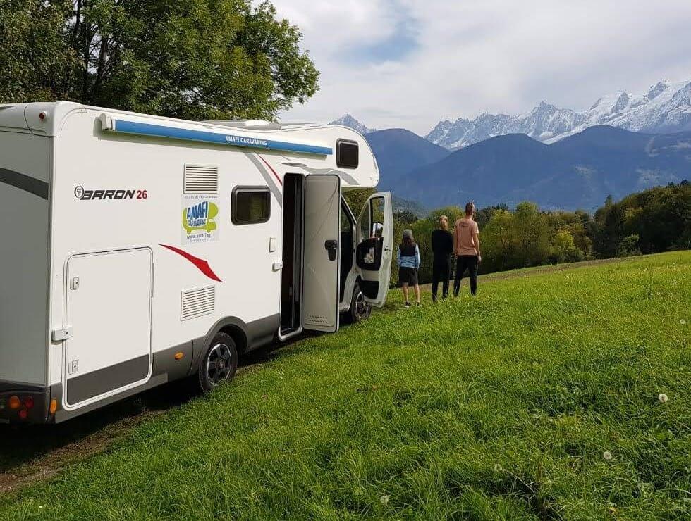 Autocaravana en las montañas