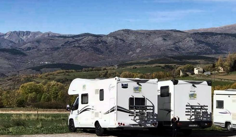 motorhome with friends and mountains