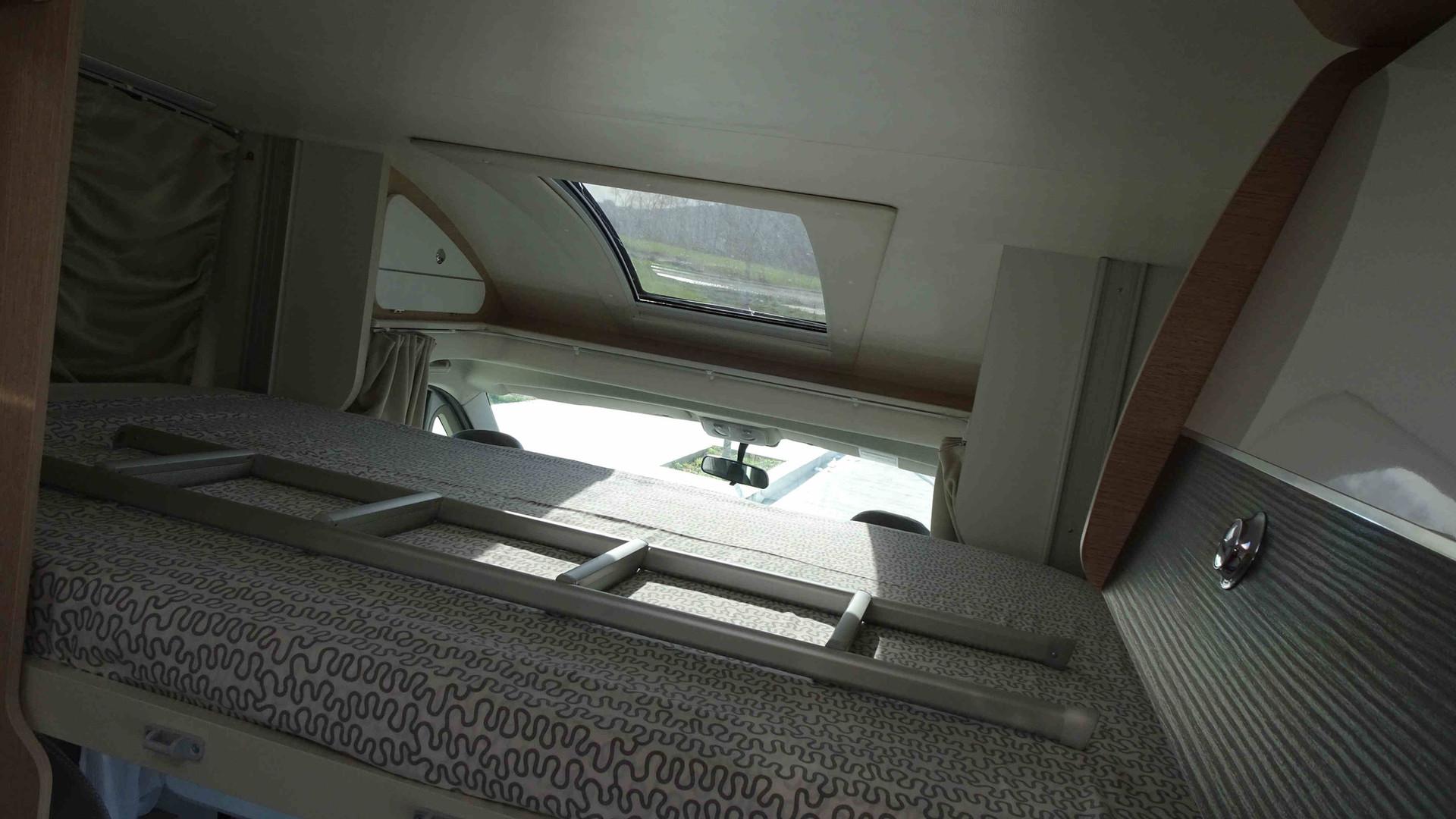 Camping-car avec un lit double très confortable