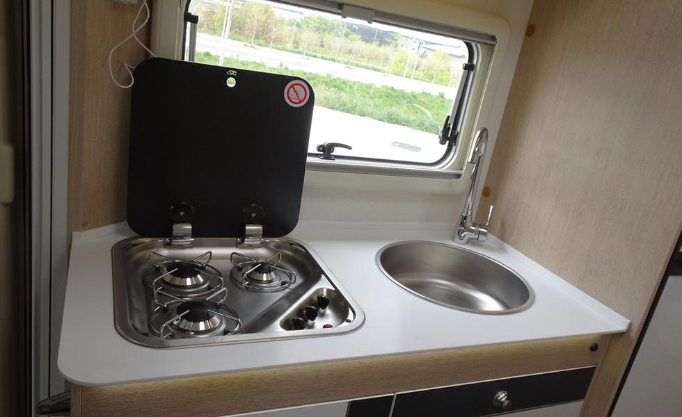 camping-car avec cuisine complète
