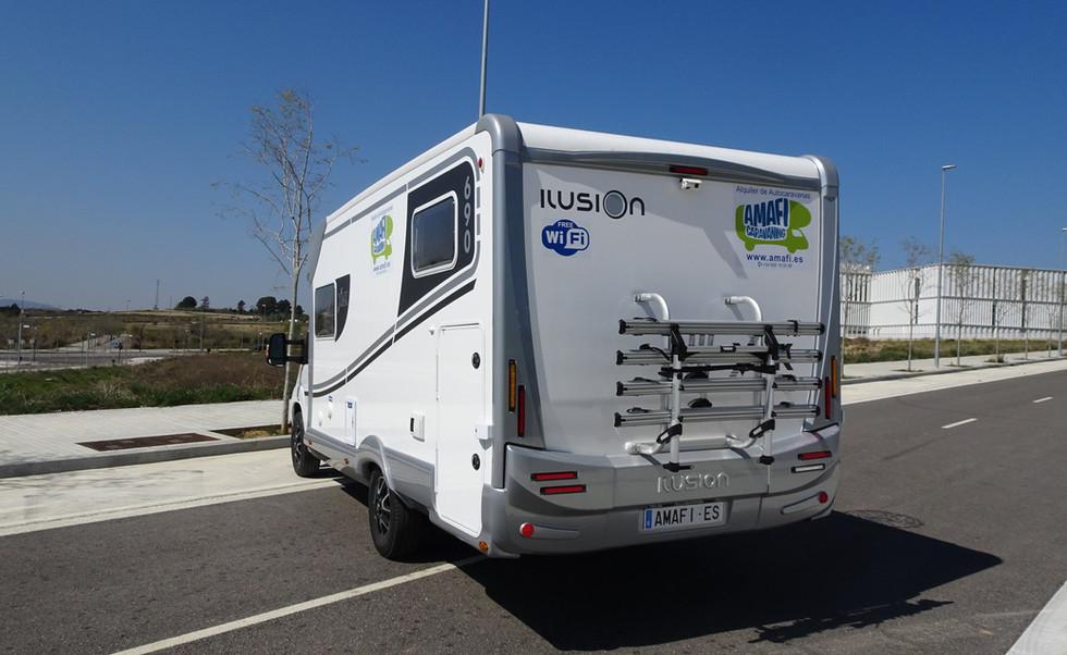 camping-car avec double caméra arrière pour la conduite et le stationnement