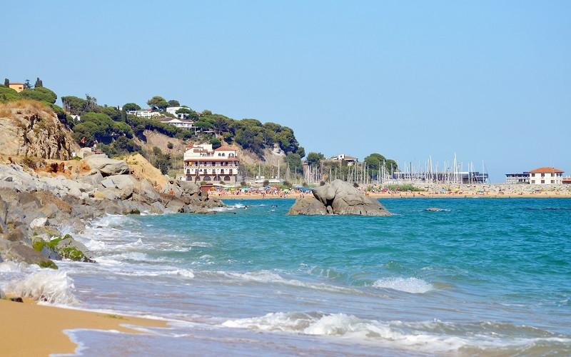 playa puerto arenys de mar barcelona