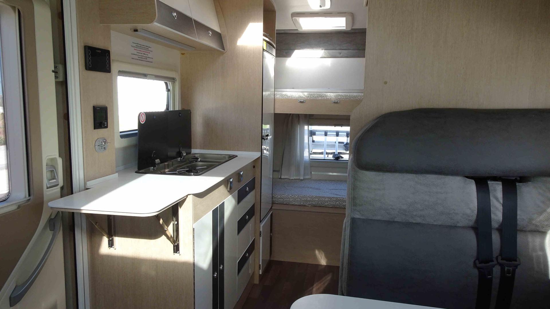 camping-car avec toit extensible