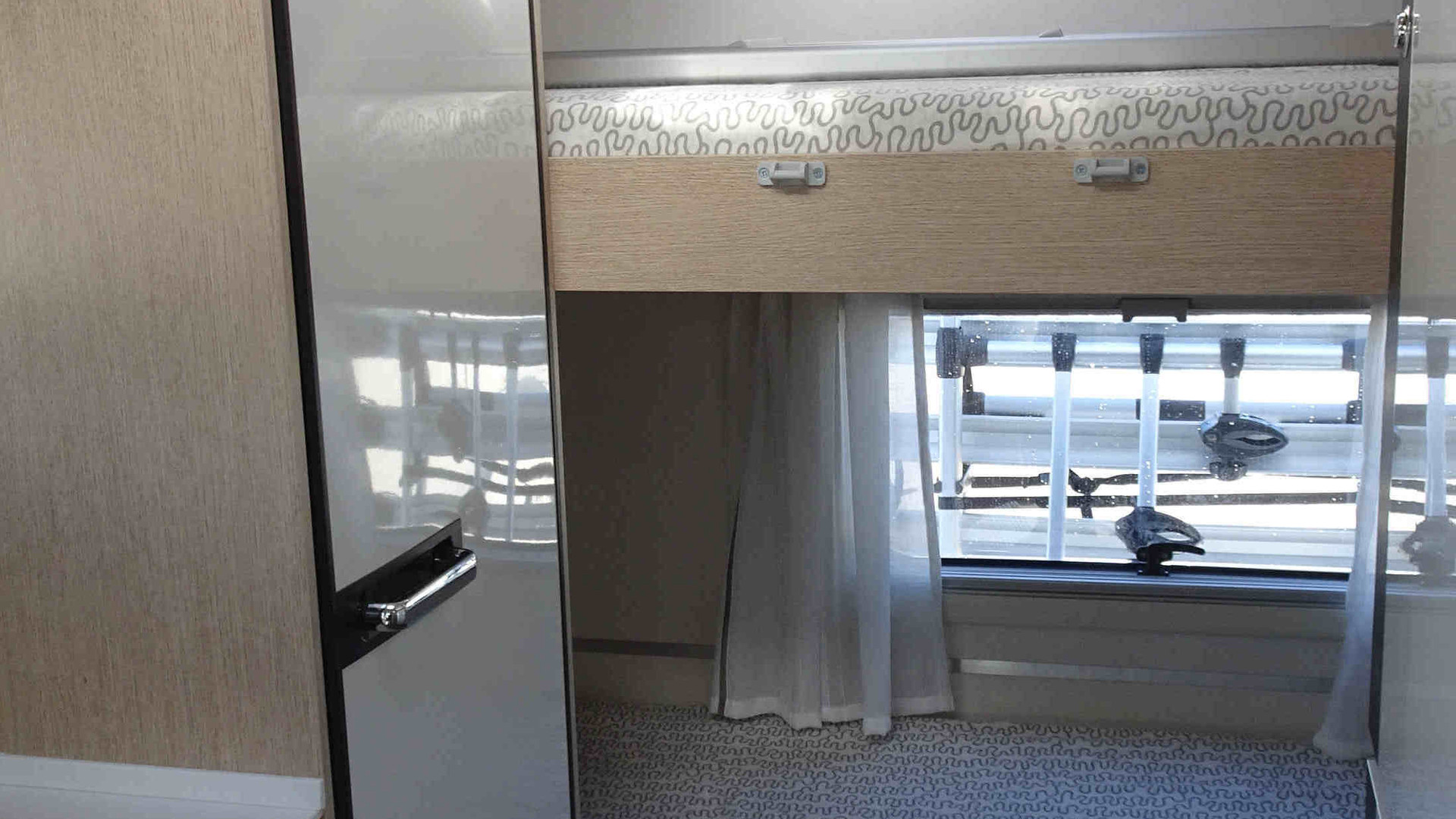 Camping-car 6 mètres avec lits superposés