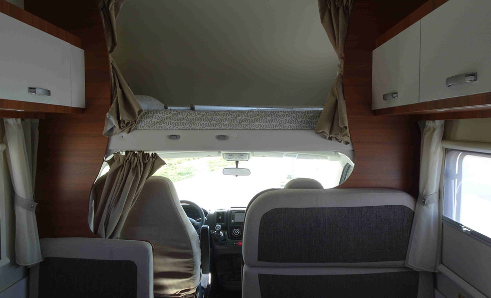 motorhome with double dinette