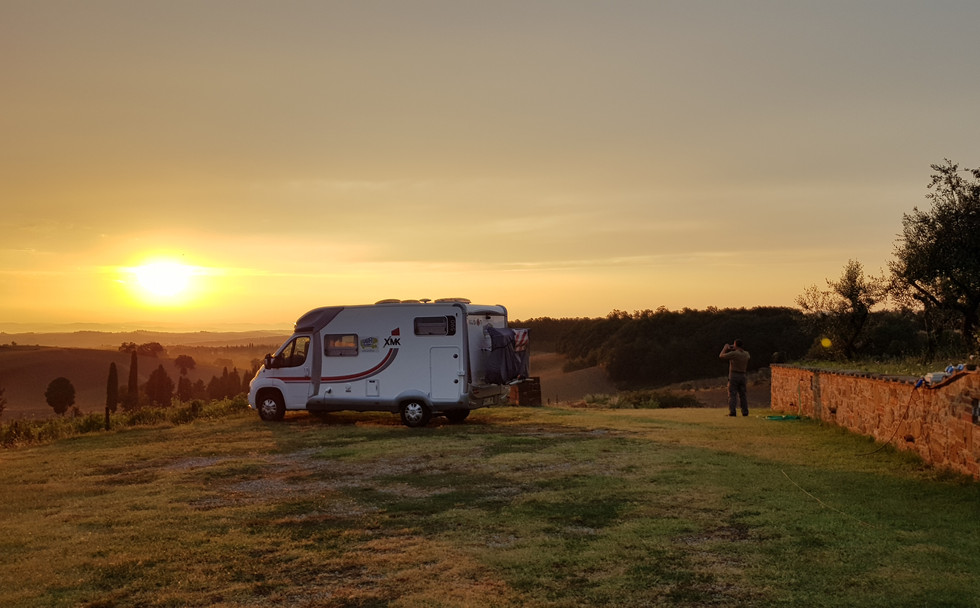 Aube dans un camping-car