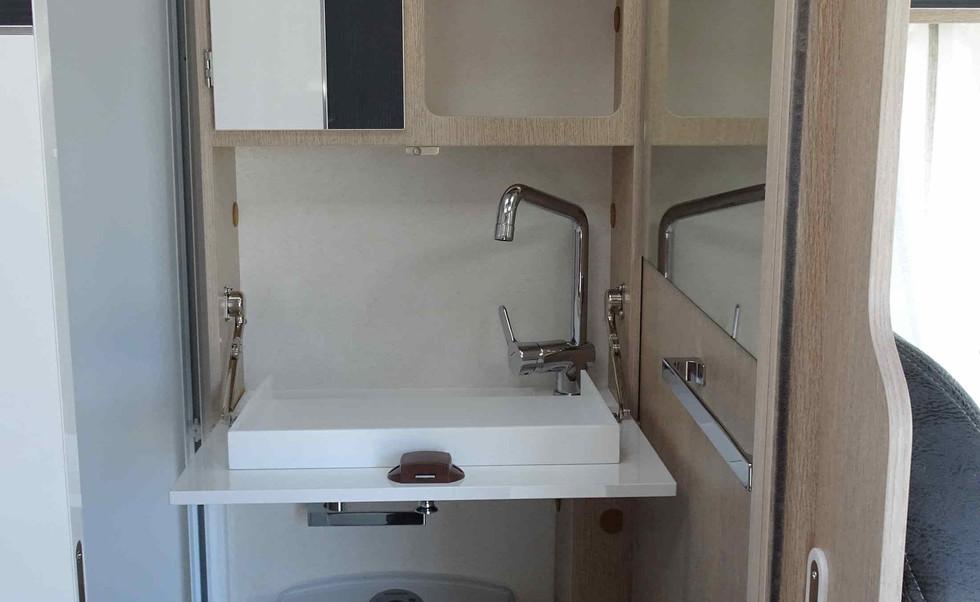 camping-car avec salle de bain complète