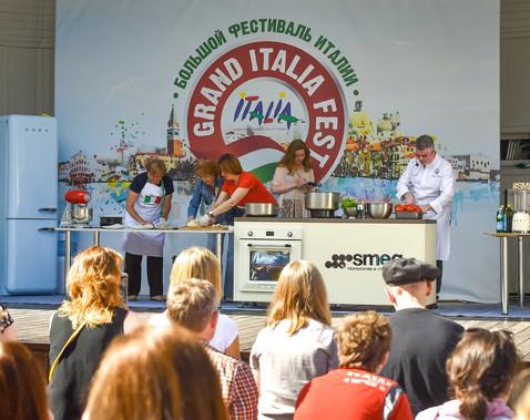 Кулинарное шоу на Большом Фестивале Италии
