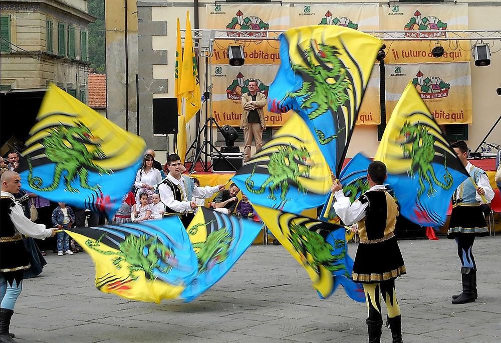 Большой Фестиваль Италии парад знаменосцев