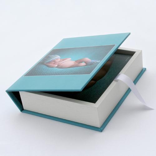 coffret bois avec livre ou plaquette