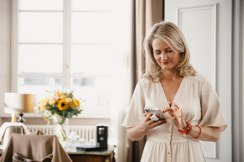 Jeanine Hurte mit Frau Geld App