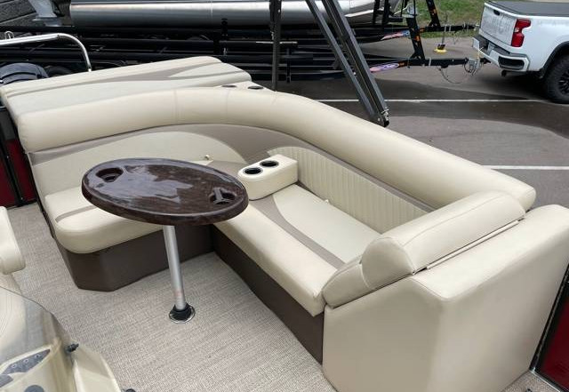 2018 Crest II 210 L used pontoon Knotty Oar Marina 11.jpg