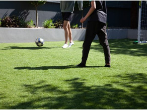 5 REASONS TO CHOOSE SYNTHETIC TURF OVER NATURAL GRASS FOR YOUR HOME