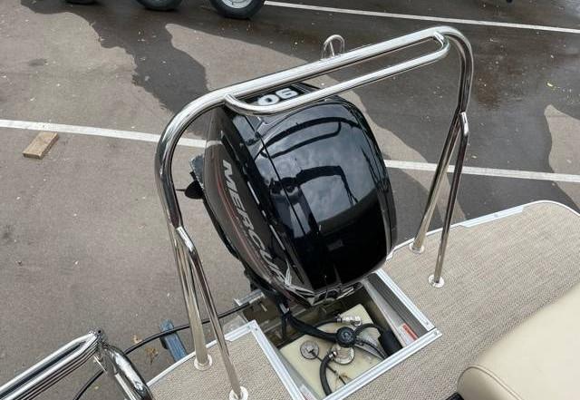 2018 Crest II 210 L used pontoon Knotty Oar Marina 15.jpg