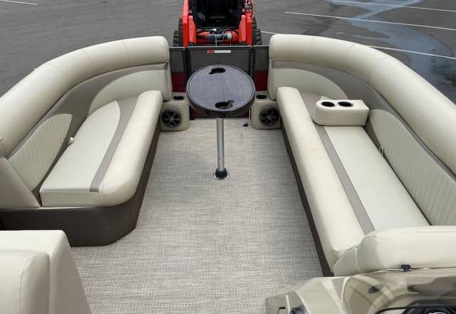 2018 Crest II 210 L used pontoon Knotty Oar Marina 9.jpg