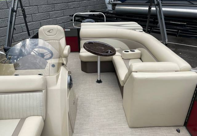 2018 Crest II 210 L used pontoon Knotty Oar Marina 10.jpg