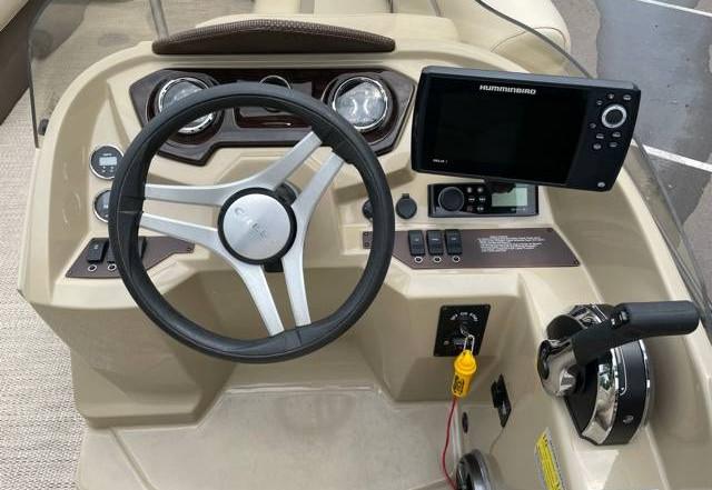 2018 Crest II 210 L used pontoon Knotty Oar Marina 8.jpg