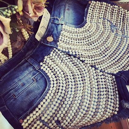 Shorts com detalhe de perolas
