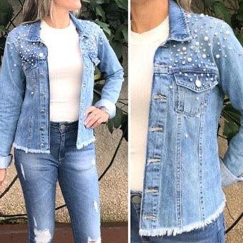 Jaqueta jeans com perolas