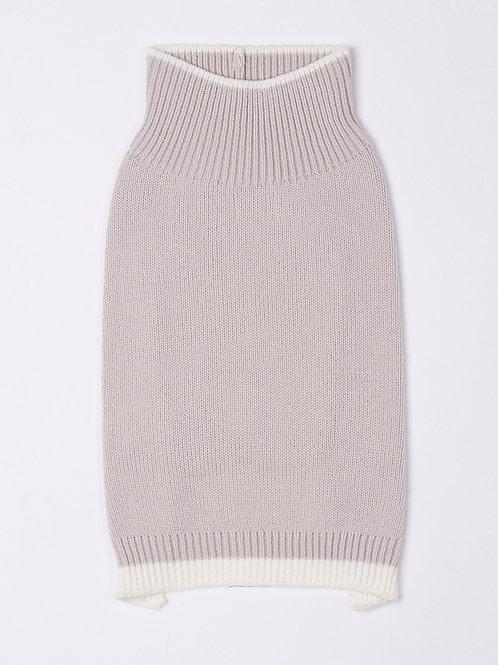 סוודר אפור עם פס לבן