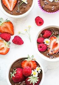 Cupcakes de chocolate com frutas