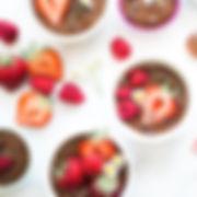 Petits gâteaux au chocolat avec des baie