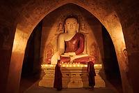 初心者の僧侶の照明キャンドル