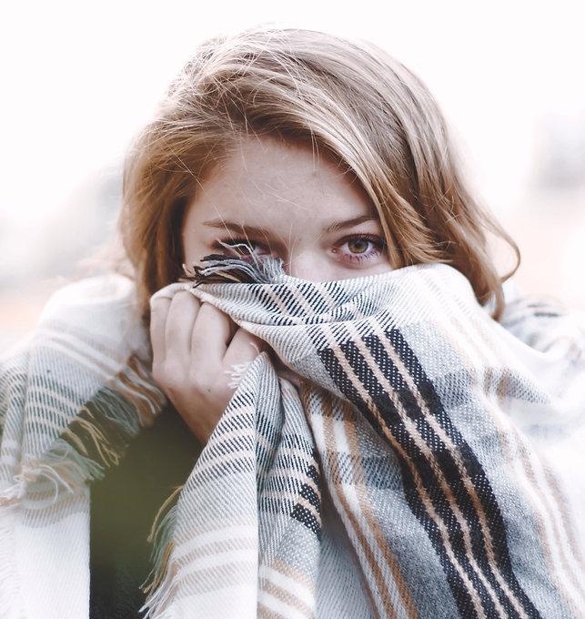 Woman%20Wearing%20a%20Scarf_edited.jpg