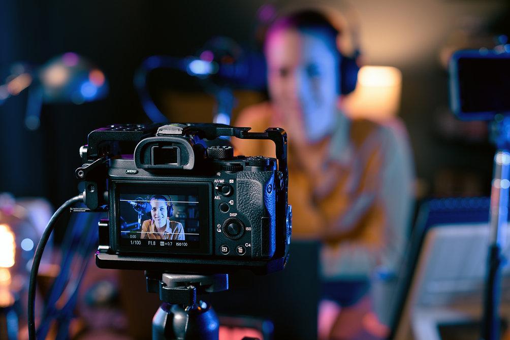 youtuber-recording-her-video-in-the-studio-AQKHLKB.jpg
